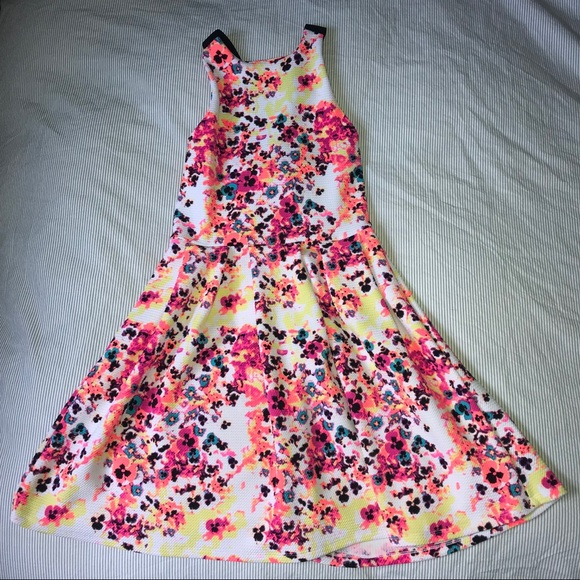 SO Dresses & Skirts - Floral Summer Dress w/ Criss Cross Back